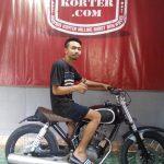 Peserta kursuskorter.com, Dana Hartawan dari Lombok sedang belajar mengoperasikan mesin korter dan mesin poles