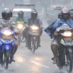 Tips Aman Berkendara Dengan Sepeda Motor Saat Musim Hujan