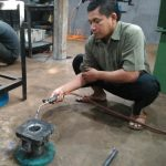 Peserta Baru Kursuskorter.com Sedang Belajar Tatacara Memasukkan Boring Baru Kedalam Blok Mesin RX-King